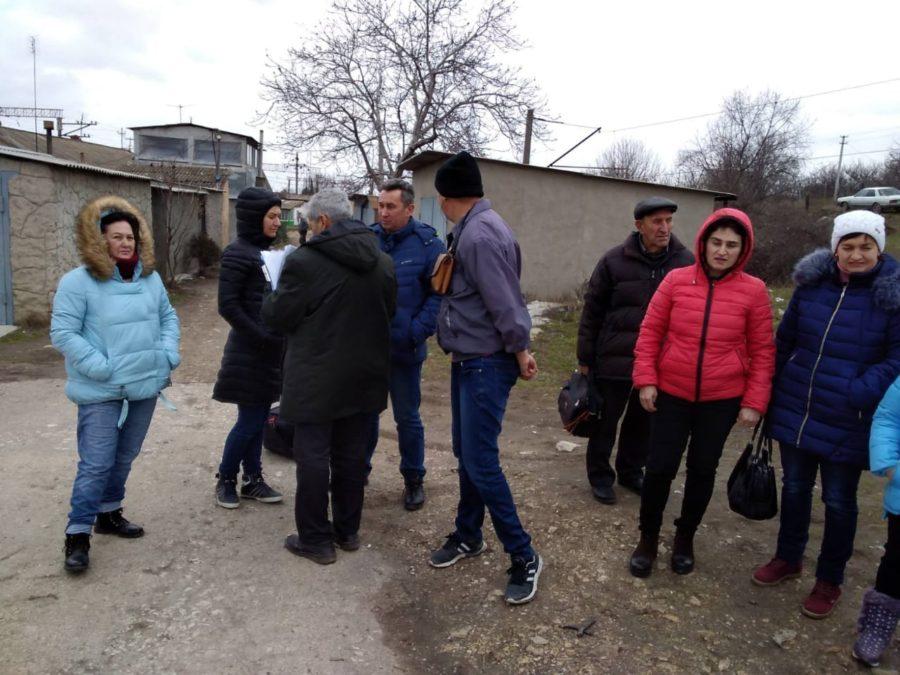 Активисты ЛДПР добиваются строительства перехода через железнодорожные пути в районе станции Мекензиевы Горы