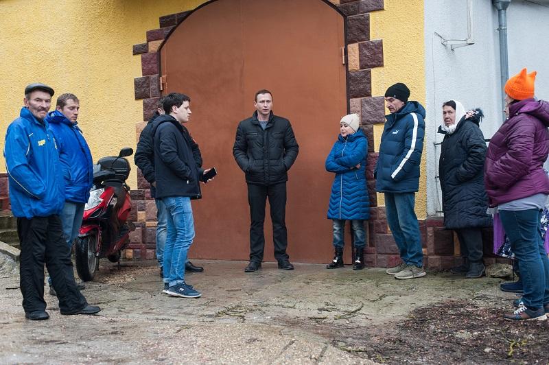 Жители частного сектора в районе Максимовой дачи рискуют остаться без воды и единственной дороги в город