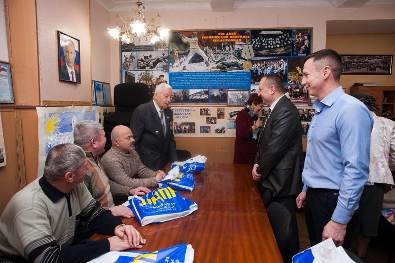 Депутаты от ЛДПР поздравили ветеранские организации города с Днем защитника Отечества