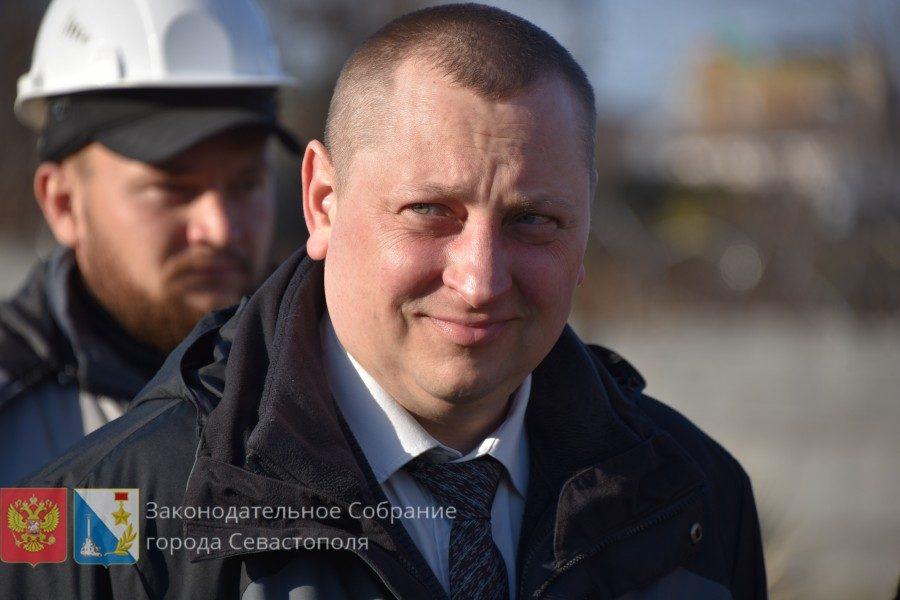 Артем Гордиенко: В Севастополе появится еще одно поле с современным покрытием