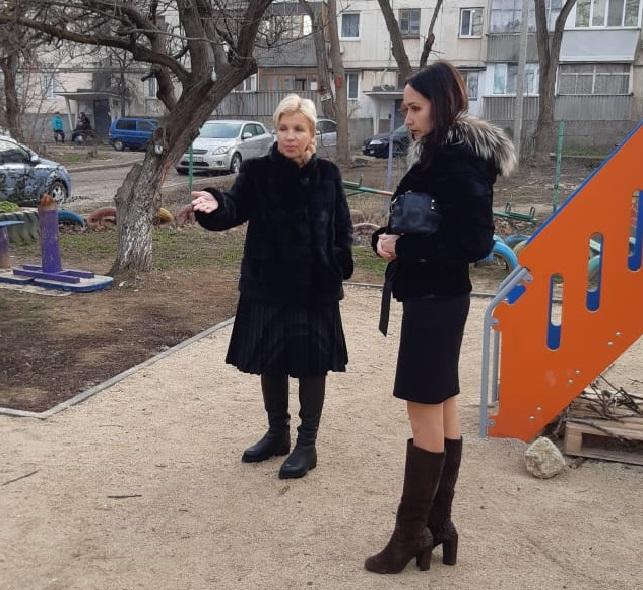 В Нахимовском районе халтурно отнеслись к установке детской площадки
