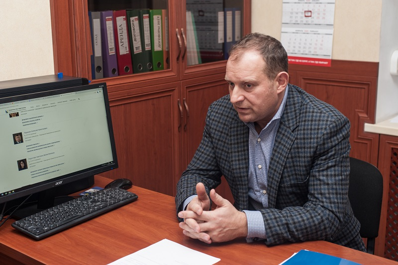 Илья Журавлев призвал власти города разобраться с прозрачностью начисления зарплат севастопольским медикам