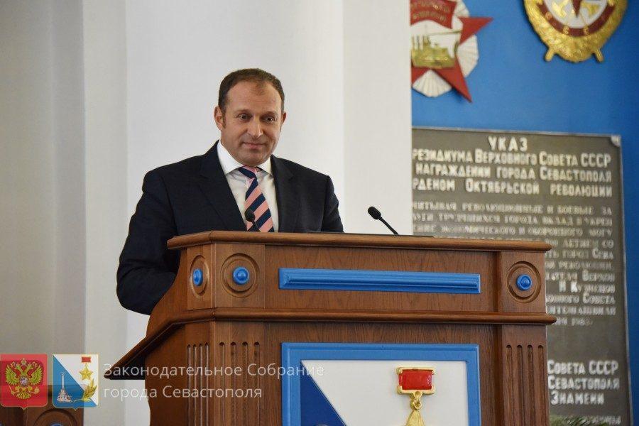 Илья Журавлев предложил предоставлять молодым медикам служебное жилье, чтобы покрыть дефицит кадров в отрасли
