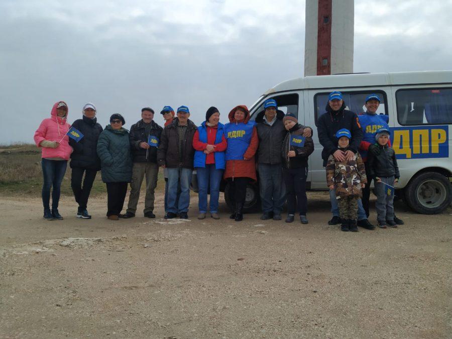 Активисты ЛДПР вывезли грузовик мусора с побережья Лебяжьей бухты