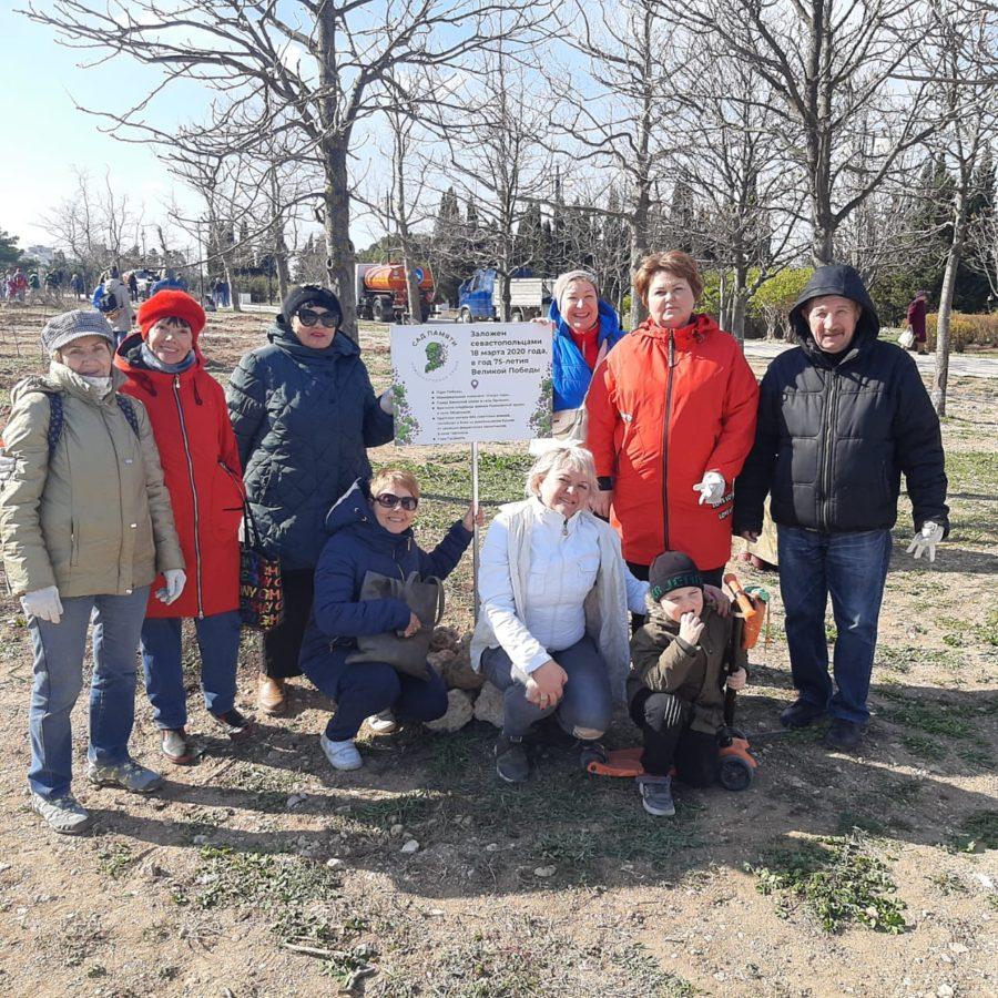 Активисты ЛДПР высадили деревья в парке Победы
