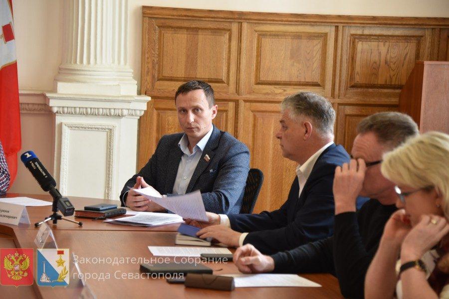 Профильный комитет Заксобрания поддержал запрет на продажу снюсов, айкосов и вейпов несовершеннолетним в Севастополе