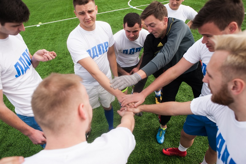 Команда «ЛДПР» обыграла «Летучий голландец» в рамках регионального турнира по мини-футболу среди любителей