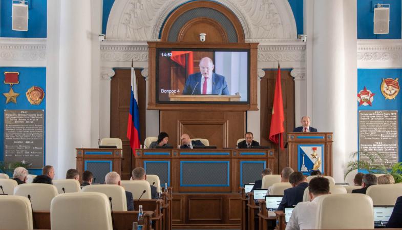 Глава Севастополя пообещал депутатам от ЛДПР решить проблему со счетами горожан за несуществующее отопление в подъездах