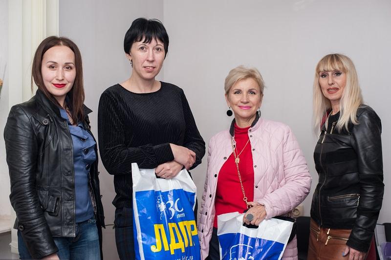 Нахимовцы поздравили работников ЖКХ с профессиональным праздником