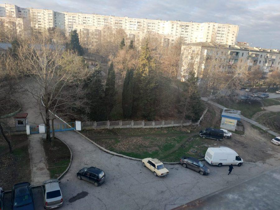 ЛДПР в Севастополе помогла жильцам дома на проспекте Победы отстоять придомовую территорию